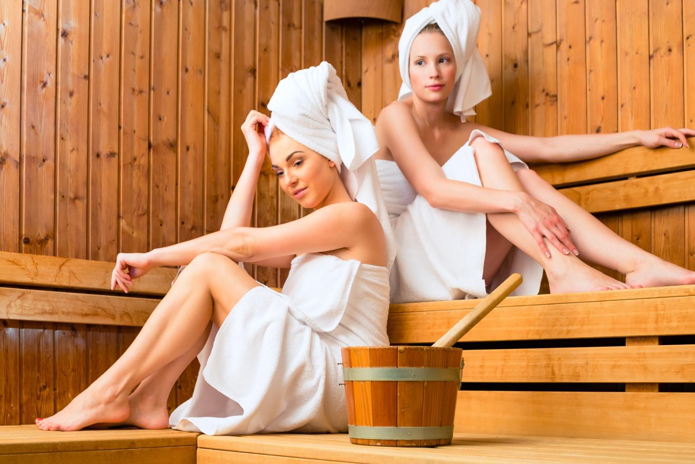 голая женщина в сауне фото сочувственно выслушивает, девушка